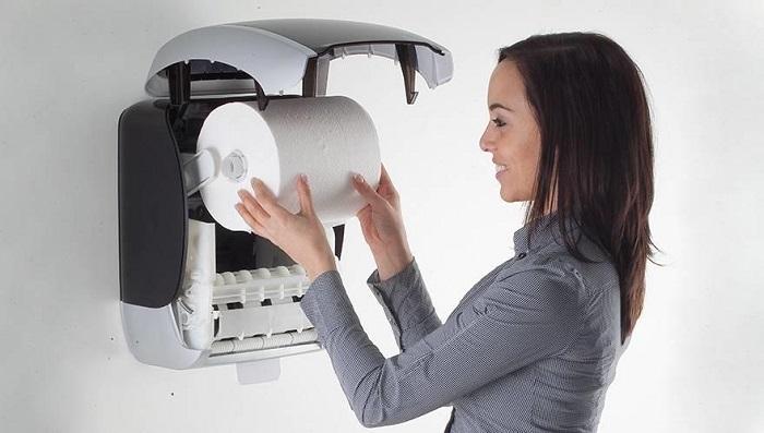 wymiana ręcznika papierowego